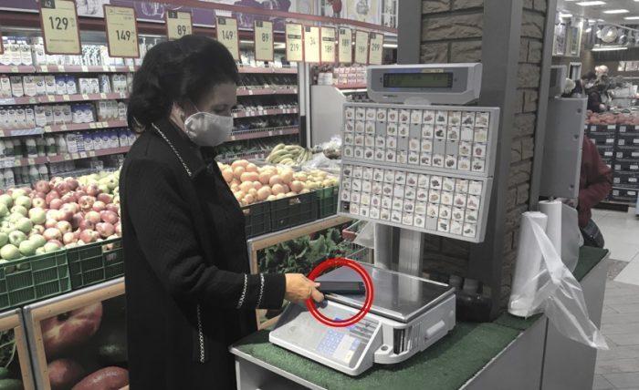 Почему люди стали взвешивать смартфоны в супермаркетах? Мы разобрались в этом