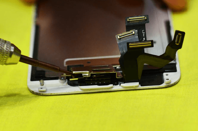Разборка Айфона для чистки динамика