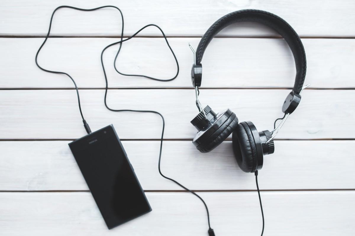 C:\Users\Геральд из Ривии\Desktop\headphones_smartphone_technology_music_listening_black_vintage_free_time-722530.jpg
