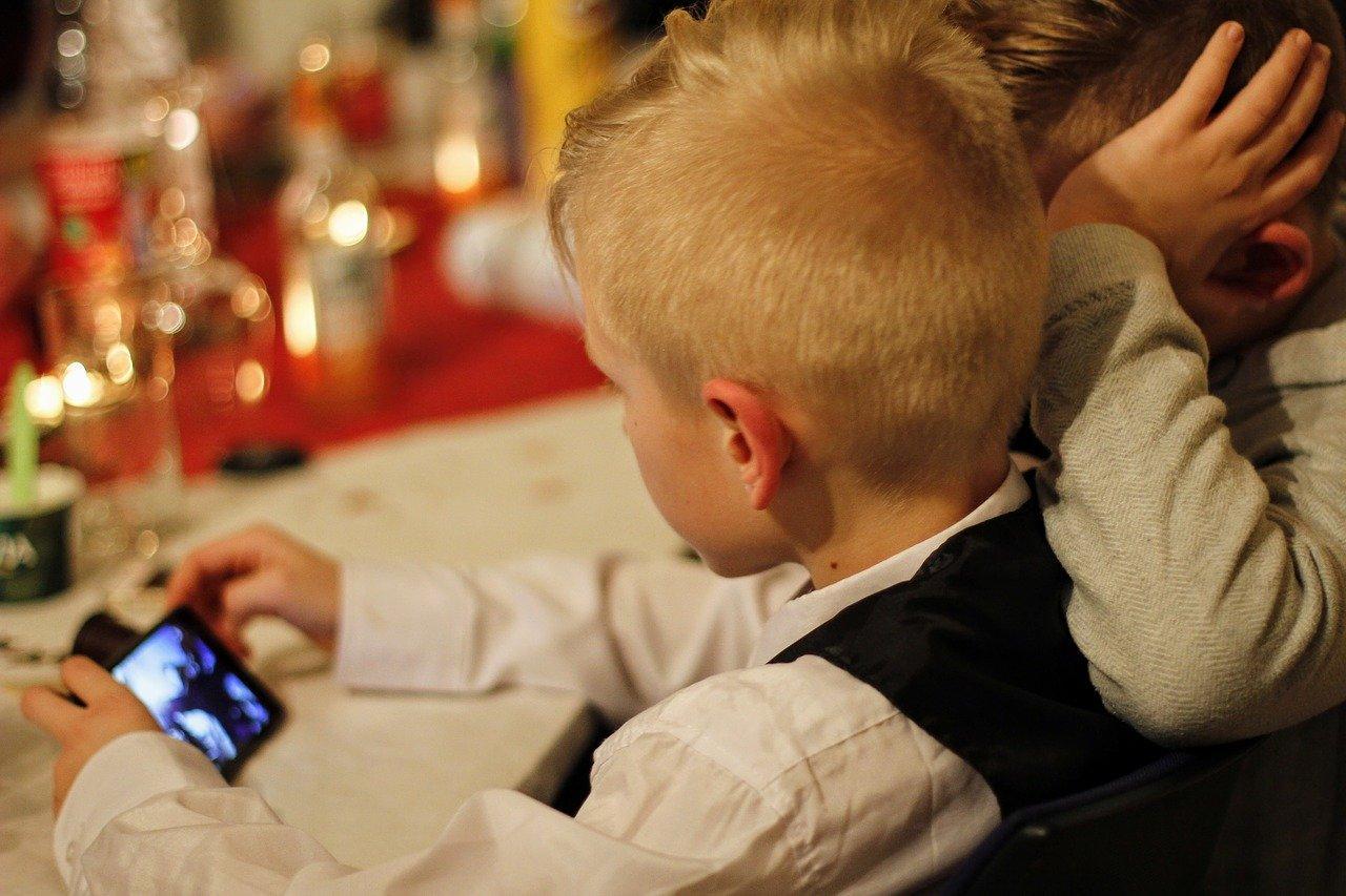 Как отключить интернет на телефоне ребенка
