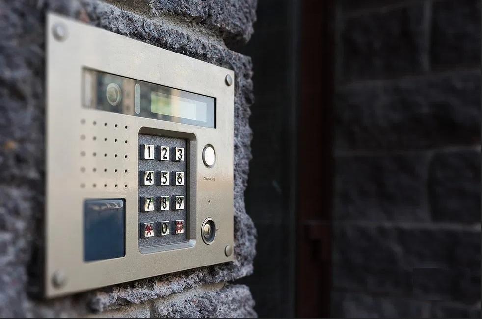 Как узнать код домофона в своем подъезде