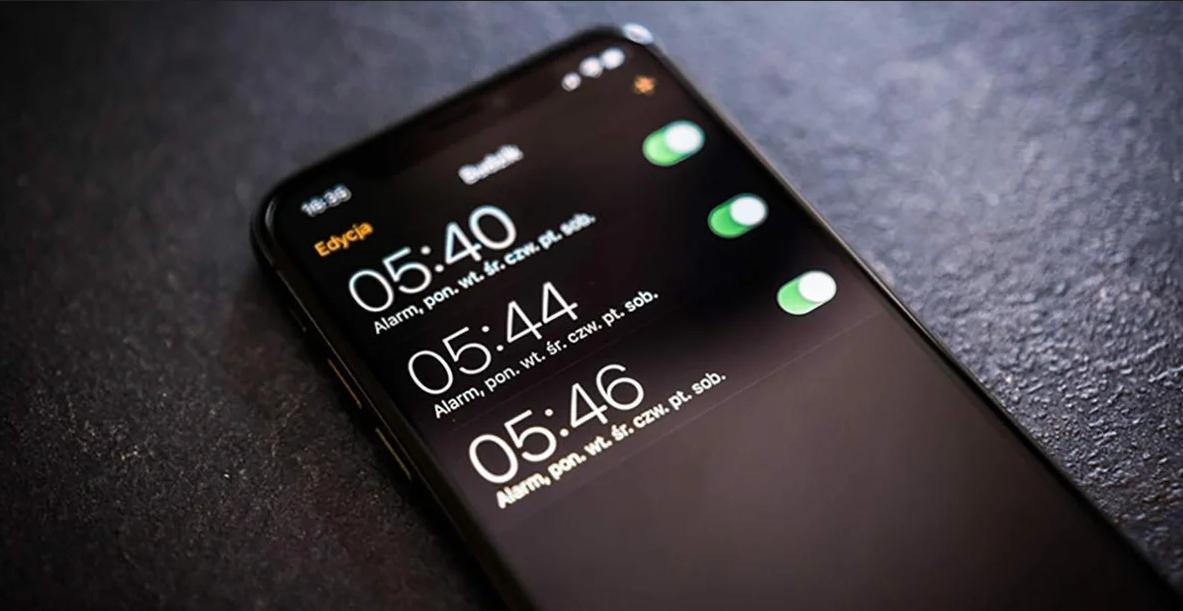Как настроить будильник на Айфоне
