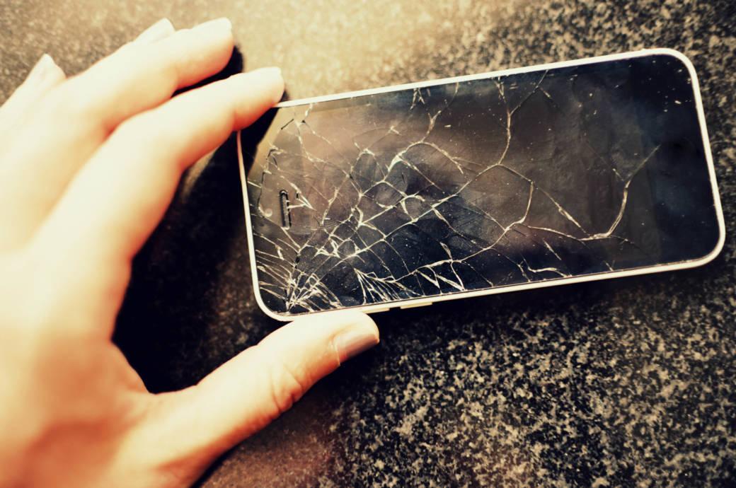 «Ты разбил мой телефон, теперь плати!» — как не попасться на распространенный уличный развод
