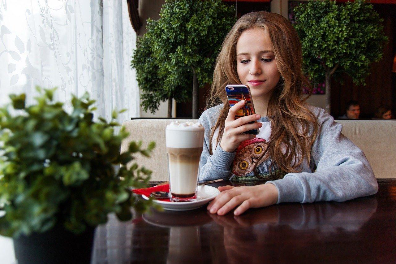В России появились смартфоны с установленными Госуслугами