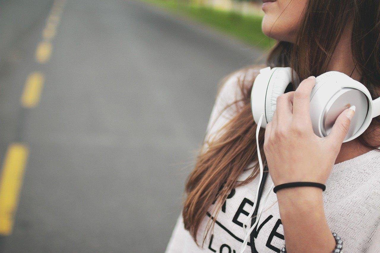 Как сохранить музыку из ВК на телефон