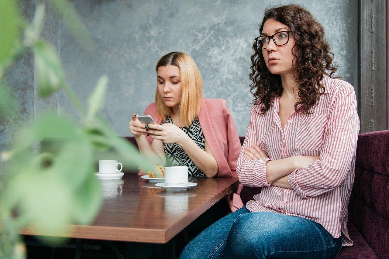 Почему операторы прерывают ваши разговоры и ограничивают длительность звонка