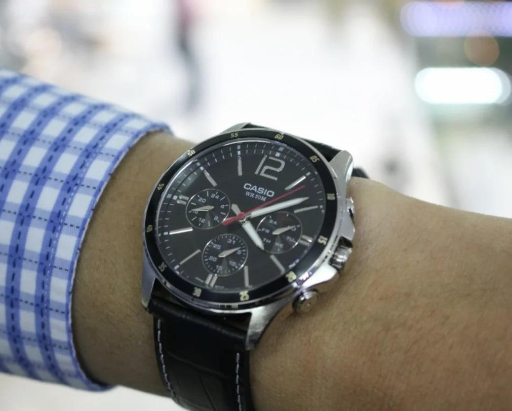 8 крутых и стильных часов дешевле 6000 руб