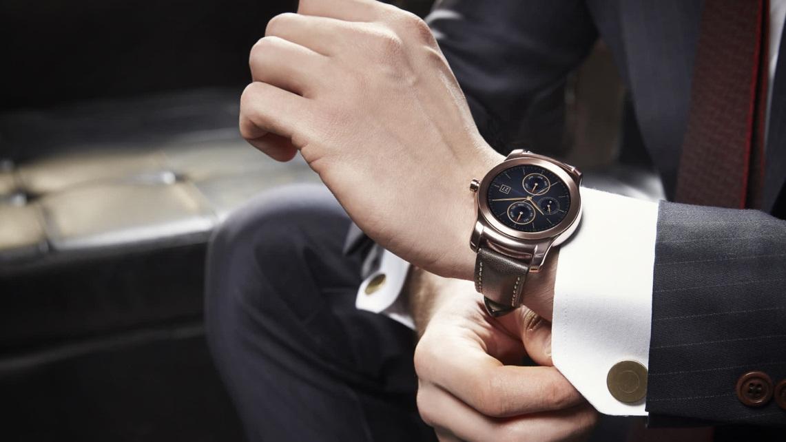 На какой руке носят часы женщины и мужчины