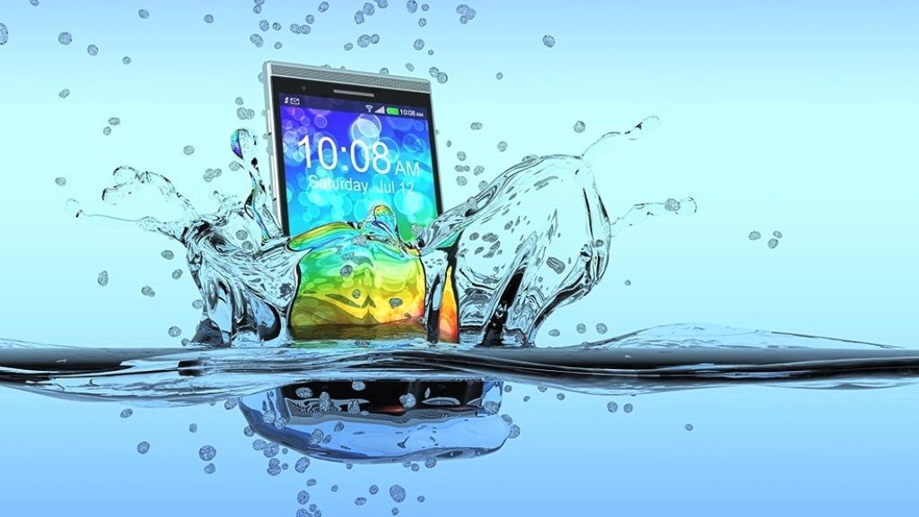 Утонул телефон — что делать