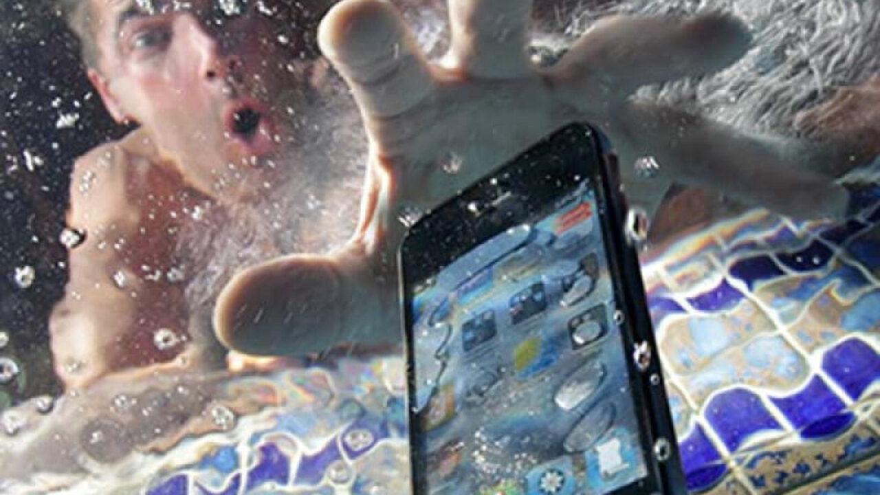 Как высушить телефон от воды в домашних условиях