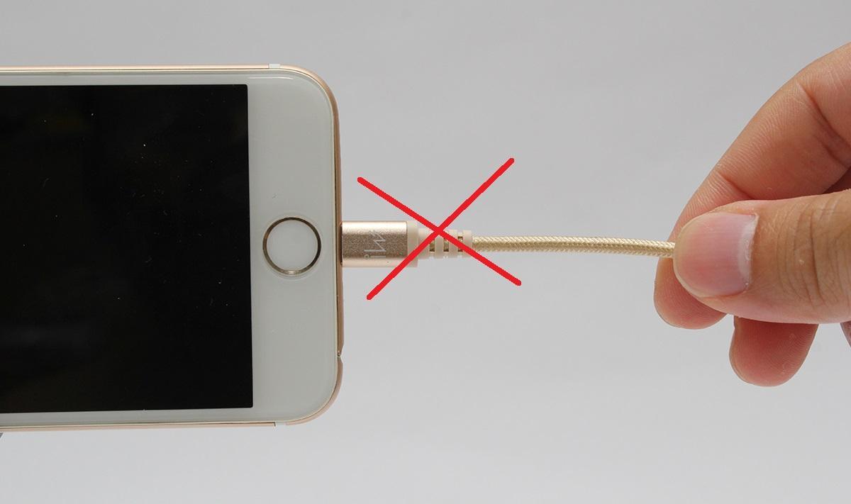 Как зарядить Айфон без шнура