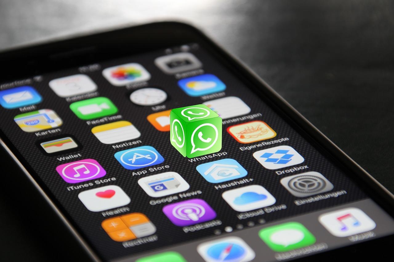 Как установить WhatsApp на телефон бесплатно