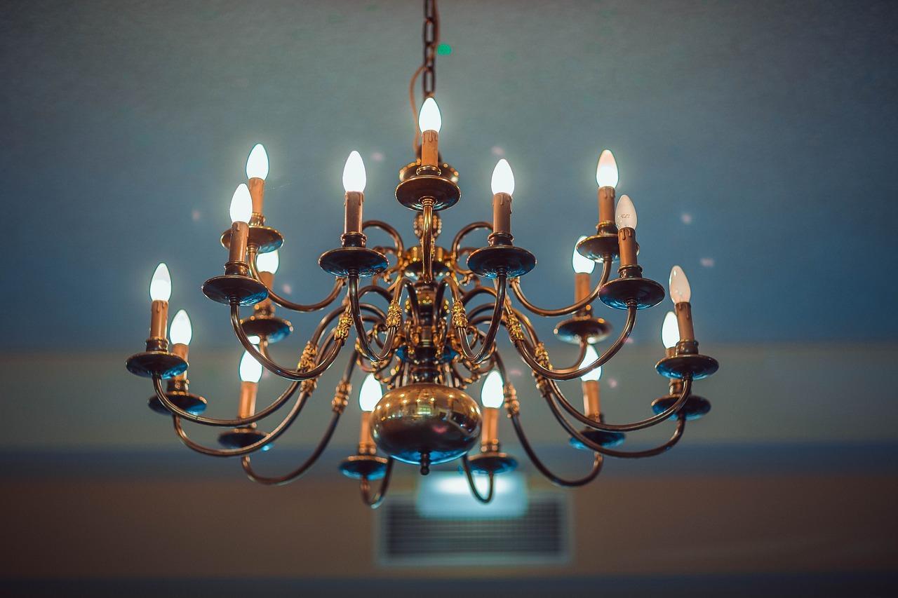 Появился способ подслушивать разговоры через обычную люстру или даже лампочку