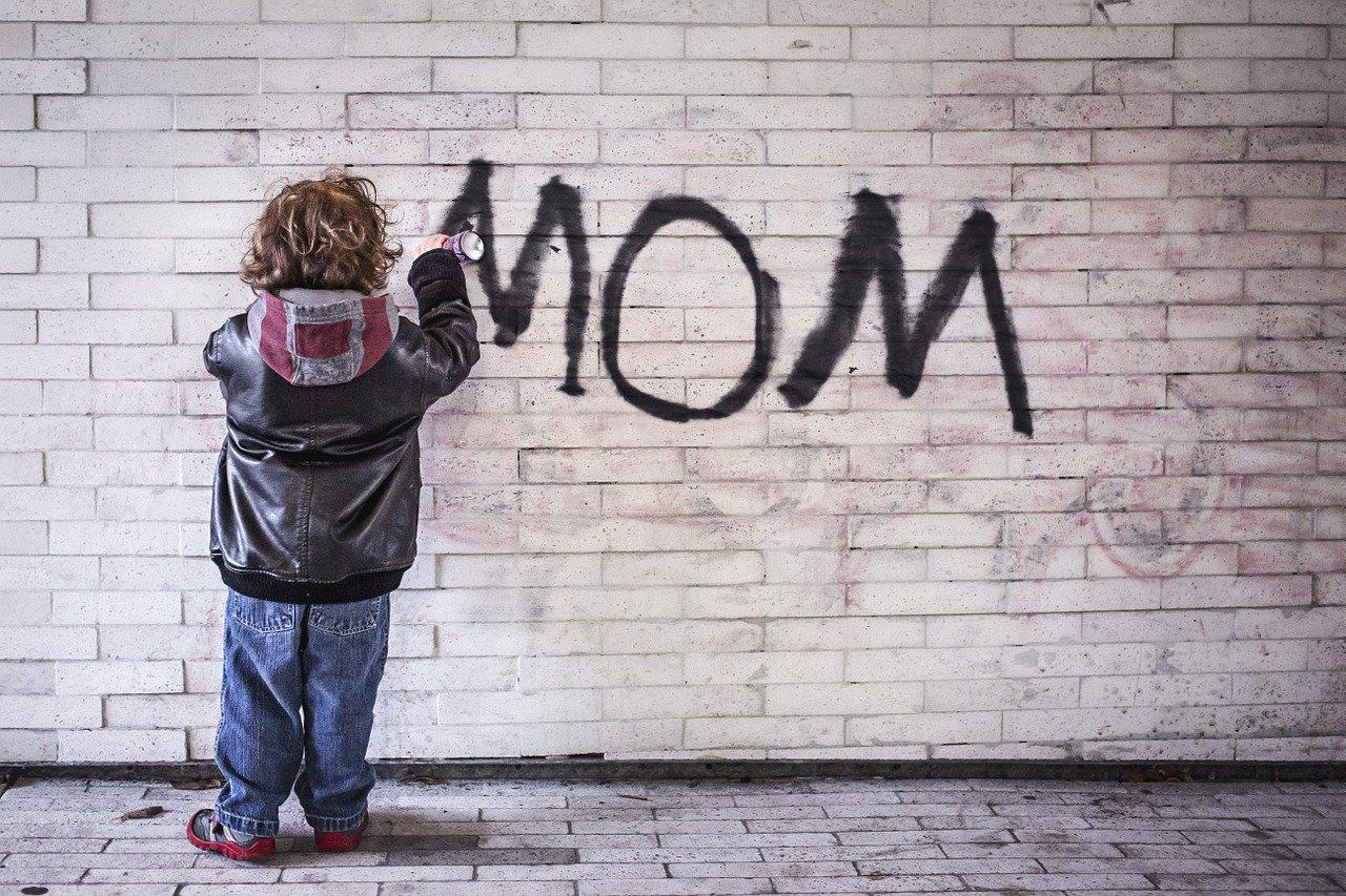 Как подписать маму в телефоне