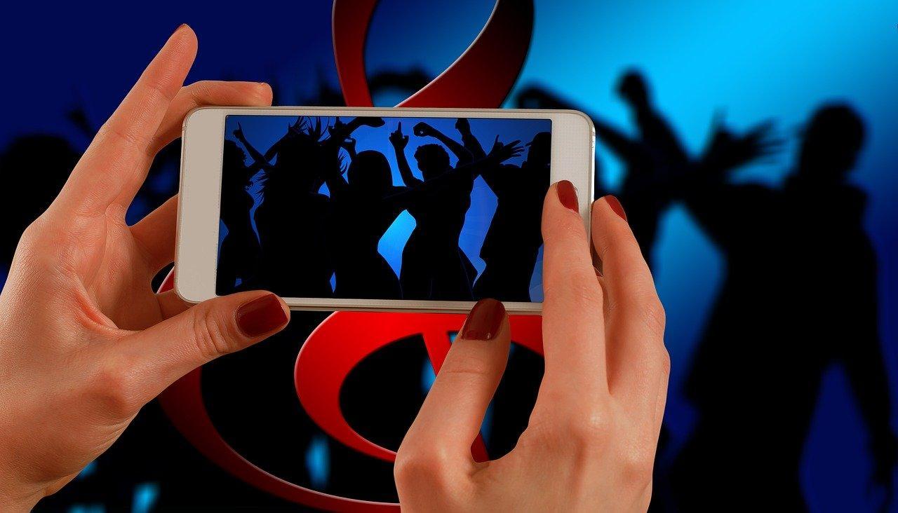 Как закачать музыку на Андроид