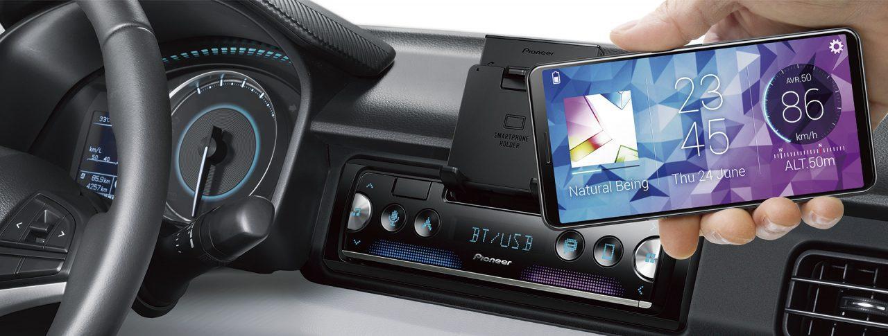 Как подключить телефон к машине и слушать музыку