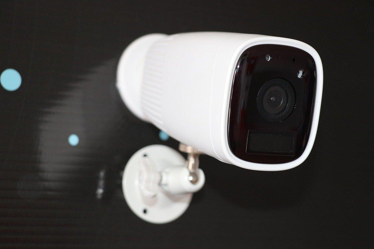 Камеры видеонаблюдения могут помочь грабителям — они рассказывают, когда дома никого нет