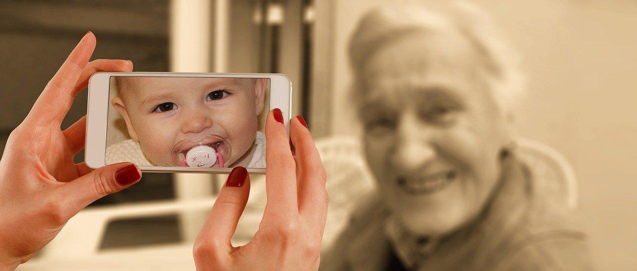 Телефоны для пожилых людей – рейтинг