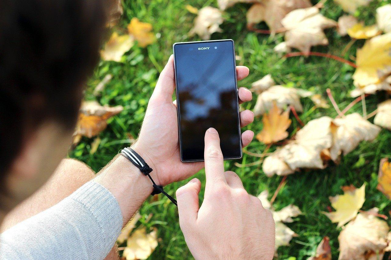 Почему черный экран на телефоне