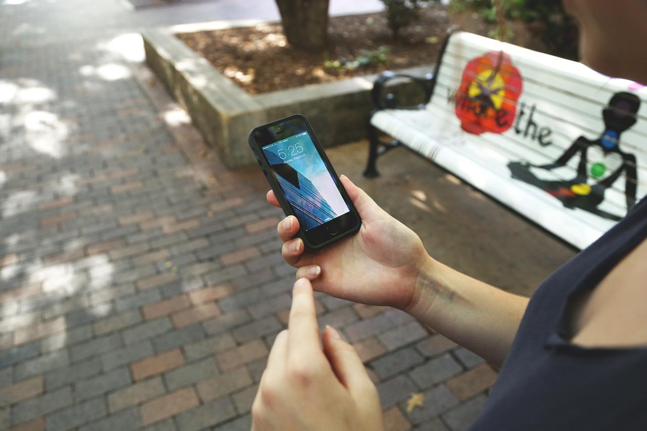 Как следить за телефоном жены на Андроиде