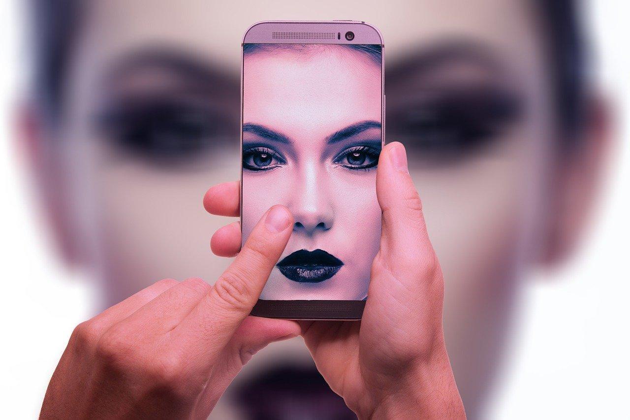 Как вставить фото в фото на телефоне